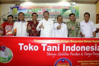 Contoh Spanduk Toko Tani Indonesia - desain spanduk keren
