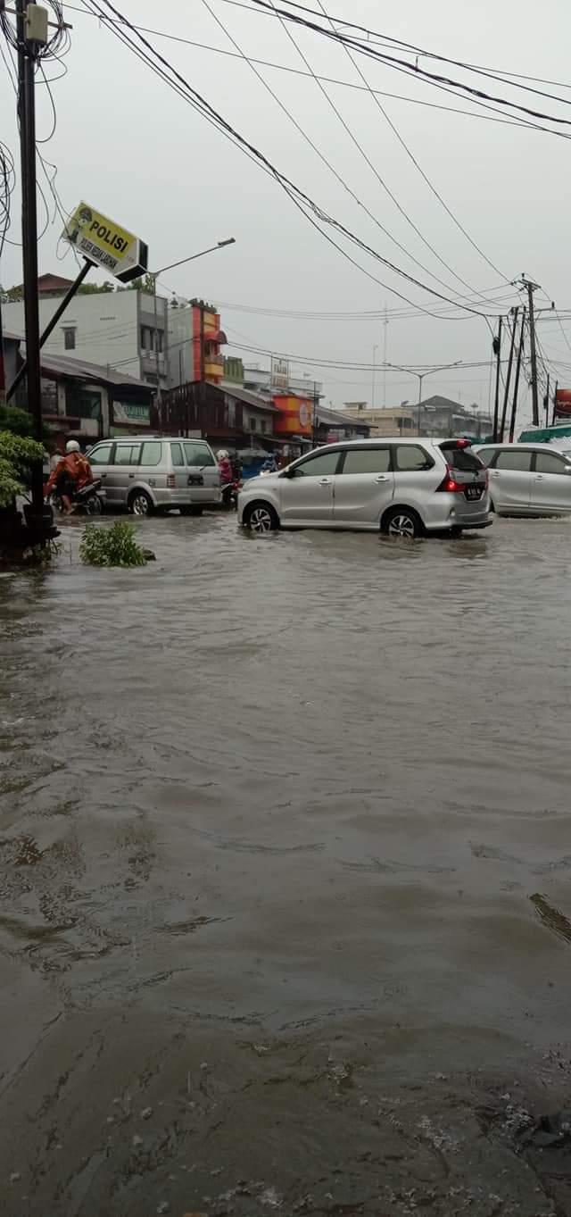 Satu Malaman Diguyur Hujan Deras Ribuan Rumah Di Medan Utara Terendam Banjir Sumut24